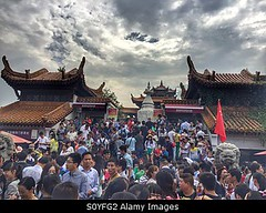 Photo accepted by Stockimo (vanya.bovajo) Tags: travel vacation people holiday men asian golden women adult chinese tourist tourists week wuhan adults crowds iphone iphonegraphy stockimo