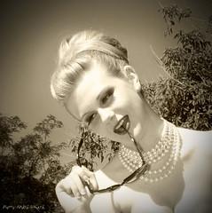 Concentree ... ( P-A) Tags: portrait mannequin de photos femme style divine beaut t fille thtre personnes intrieur cinma toile jeune lle vedette modle desse simpa