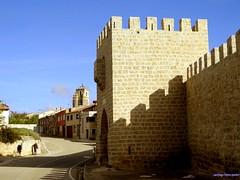 Sasamn (santiagolopezpastor) Tags: espaa wall spain medieval walls burgos espagne arco middleages muralla castilla castillaylen murallas provinciadeburgos