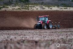 Labour de printemps (Nito43) Tags: field case terre labour printemps champ tracteur ih ploughing charrue volcans hauteloire lemken