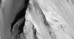 ESP_011543_1665 (UAHiRISE) Tags: mars landscape science nasa geology jpl universityofarizona mro