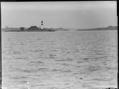 Harmaja; majakkasaari mereltä n. 300 m päästä kuvattuna (KansallisarkistoKA) Tags: lighthouse beacon harmaja majakka