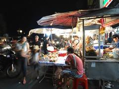 Food stall (kawabek) Tags: thailand stall chiangmai 傘 タイ パラソル เชียงใหม่ ประเทศไทย チェンマイ 露店 ร่ม parsol แผง