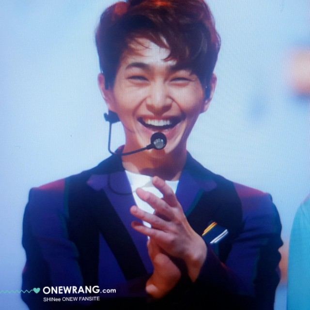 160121 Onew @ Golden Disc Awards 24460869761_0563f835be_z