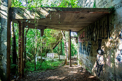 (wolfartf) Tags: park parque brazil verde green abandoned sol nature paran construction paint day natureza saturday sunny curitiba sbado abandonado tangu construo