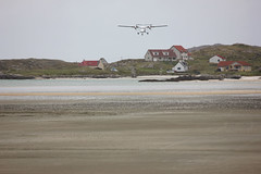 Beach Landing (Jayne Kennedy) Tags: sea beach plane airplane outdoors scotland flying airport sand scottish aeroplane landing outer barra hebrides aricraft flybe
