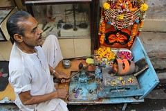 Goldsmith & his Agni (Shrimaitreya) Tags: india fire gold indian gods hindu hinduism jaipur rajasthan bharat goldsmith jewellry agni hindusthan