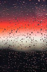 Les gouttes et les couleurs.... (jjcordier) Tags: eau pluie fentre couleur goutte
