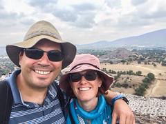 "Teotihuacan: au sommet de la Pyramide du Soleil <a style=""margin-left:10px; font-size:0.8em;"" href=""http://www.flickr.com/photos/127723101@N04/25589921372/"" target=""_blank"">@flickr</a>"
