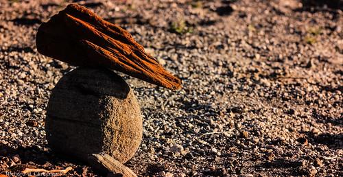piedra, arena, madera.