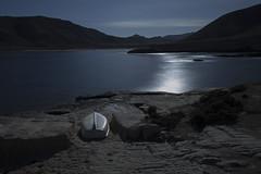 Barca El Playazo (Jesus DTT) Tags: moon beach night boat nikon barca playa fullmoon nocturna lunallena almería cabodegata cala largaexposición d3200 elplayazo sigma102035