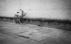Florence I Italy (Javier Zapatero) Tags: street urban blackandwhite italy bike photography florence blackwhite italia fuji citylife streetphotography florencia firenze streetphoto museo uffizi fotografia urbanphotography callejera bikelife xt1 zapaphoto