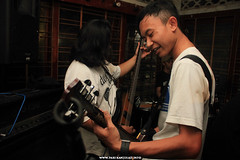 Klub Musik Teler (iMusicLens) Tags: music report event gigs musik malang klub acara stagephotography teler musicography houtenhand