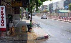 tattoo parlor boy with a hose (the foreign photographer - ) Tags: road new boy water thailand bangkok sony small year hose mai thai songkran sapan bangkhen rx100 phahoyolthin dscapr132016