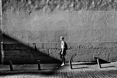image (Luis Iturmendi) Tags: madrid street city shadow blackandwhite bw blancoynegro monochrome monocromo calle streetphotography ciudad sombra