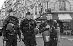 DSCF0526 (sergedignazio) Tags: street paris france photography fuji photographie mai rue homme 1er uniforme crs dfil x100s