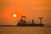 2015年最後一天的夕陽 (Yi-Liang Lai) Tags: ocean sea water canon harbor boat ship taiwan kaohsiung 夕陽 台灣 高雄 海 天空 freighter 西子灣 船 高雄港 kaohsiungcity canon6d 貨輪 胖白
