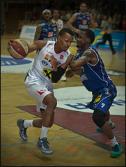 Duane Wright / WBC Wels (guenterleitenbauer) Tags: pictures sports basketball sport ball photo google fight flickr foto basket image photos action guard picture indoor images bulls fotos match wright win february halle februar duane gnter korb feber liga wels 2016 wbc meisterschaft abl kapfenberg guenter leitenbauer wwwleitenbauernet