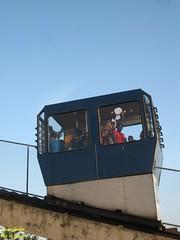 Descendo (Janos Graber) Tags: riodejaneiro pessoas penha passageiros