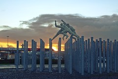 Tesco Extra (Bricheno) Tags: morning sculpture sunrise scotland glasgow roundabout escocia tesco szkocja schottland rutherglen scozia cosse dalmarnock  esccia  davidannand  bricheno scoia reelofthree