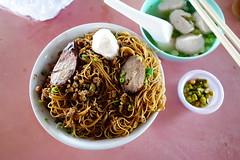 Ming Kee (bellaphon) Tags: sausage stall pork kualalumpur meatballs nonhalal jalanipoh mingkee batu5  porknoodles  meatballnoodles tamankoklian  samkanchong    threeshops  meatballmee
