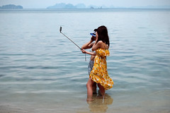 Perfect Selfie - Travelling with the Fuji X100T (polybazze) Tags: ocean trip girls sea vacation woman hot thailand warm fuji humor chinese salt fujifilm longtail selfie chinesetourists x100t