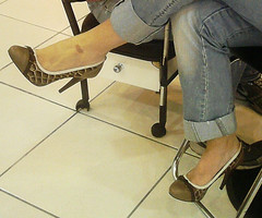 Ohh What a spot !!! (Curto_um_pezinho) Tags: woman hot sexy feet girl lesbian foot shoe high pumps fuck sensual wife heel salto alto esposa cfm footjob feetjob shoejob heeljob