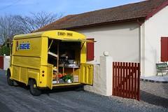 Epicerie ambulante (escaledith) Tags: jaune automobile village citron nourriture yello picerie fourgon approvisionnement picerieambulante