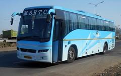 MSRTC Shivneri Volvo B7R bus Breakdown at Wakad ,Pune (gouravshinde94) Tags: bus volvo pune shivneri b7r msrtc