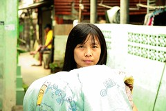 the face behind the bed cover (the foreign photographer - ) Tags: woman face portraits canon thailand bed kiss bangkok cover khlong bangkhen thanon 400d