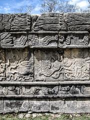"Chichen Itza: serpents et aigles <a style=""margin-left:10px; font-size:0.8em;"" href=""http://www.flickr.com/photos/127723101@N04/25330408813/"" target=""_blank"">@flickr</a>"