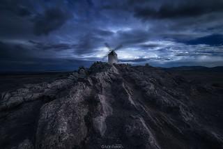 Molino y rocas