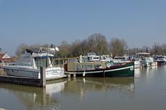 Chtillon-sur-Loire (Loiret) (sybarite48) Tags: haven france port puerto boot harbor boat canal barca barco porto kanal kanaal bateau hafen brace  channel canale d liman  tekne loiret  kana             chtillonsurloire
