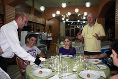BF_Trabalho_20093003_AN_03 (brasildagente) Tags: alunos homens pratos garons cursosdecapacitao cursosdegaron