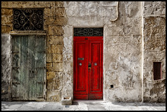 red door (Lukas_R.) Tags: street door leica old travel cruise red costa color 28mm malta q pacifica vittoriosa f17 typ116