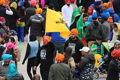 Flag high (Honey Agarwal) Tags: family music food toronto ontario canada color kitchen proud john square army drums blog downtown nathan mayor kathleen prayer free parade celebration event meal april greetings females turban sikh punjab kirtan wynne marshal gurudwara humans tory nagar punjabi guru hapiness waheguru serve khalsa 2016 vaisakhi sikhnewyear khalsaday sikhi nathanphilips dhol khanda langar panth osgc seaofcolors turbancolor parade2016 withahugeparadedowntown