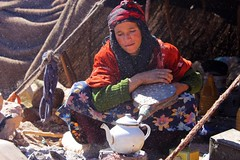 La ventafocs (miquelopezgarcia) Tags: africa travel red people color nature canon person eos nice flickr gente tea colorfull father culture favme son natura mums traveller countries morocco arab valley atlas nomad te tamron marruecos nio hospitality antiguo cultura nomads marroc belleza teenage reportage mancha theworld turbante followme allpeople manxa travelphotography fotodegrupo nomada nomades peopleoftheworld hospitalidad 2013 perfectcomposition canon450d teenagephotographers tamronlenses hospitalitat deviatge ventafocs demataro miquellopez firstimeinafrica