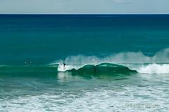 Subindose a la ola... (Airbeluga) Tags: espaa paisajes naturaleza olas santander cantabria marcantbrico piquio