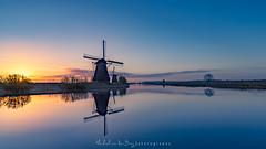 Sunrise @ Kinderdijk Holland (mvdburg1971) Tags: netherlands windmill sunrise nederland nl polder kinderdijk molen refkection zonsopkomt molenwaard