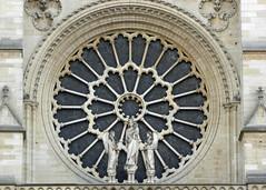 2014.11.06.125 PARIS - Notre-Dame - (alainmichot93) Tags: paris france statue seine ledefrance notredame cathdrale rosace gothique 2014 ledelacit paris4mearrondissement