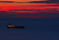 Red sky at night (Lee1885) Tags: sea sky water night dark boat nikon ship jersey channelisland bouleybay bgas d7100