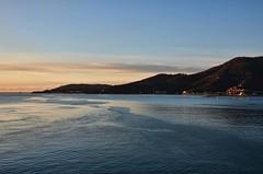 Prime luci su La Spezia (Turm 2) Tags: costa la nuvole mare alba cielo ligure spezia lievi
