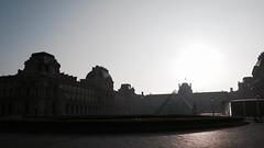 Petit matin sur le Louvre (Photographer ninja) Tags: sun france soleil spring louvre iledefrance printemps matin springsun louvremuseum soleildeprintemps