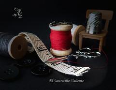 EL SASTRECILLO VALIENTE (M. del Pilar) Tags: silla botones tijeras dedal imperdibles cintametrica elsastrecillovaliente carreteshilo hnosgrimm seriecuentos