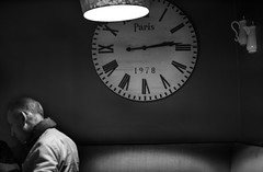 A l'heure du repas (krystinemoessner) Tags: people bw monochrome de bn sw horloge vie krystine taek scne reflectyourworld flickrunitedaward moessner