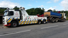 Volvo Rear lifting 6 Wheeler Grab (JAMES2039) Tags: rescue night truck volvo tipper rear cardiff 4wheeler lorry breakdown grab heavy 75 85 tow towtruck recovery ask scania daf wrecker 6wheeler hiab fm12 underlift heavyunderlift askrecovery ca02tow rearsuspend