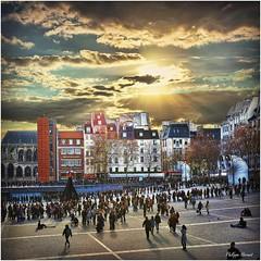 Beaubourg - Paris 2015 (Philippe Hernot) Tags: beaubourg paris 75 iledefrance france philippehernot kodachrome sky street city people sunset contrejour nikond700 nikon posttraitement
