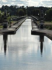 Pont Canal de Briare (Hlne_D) Tags: bridge france river centre rivire aqueduct pont loire aqueduc fleuve briare loiret centrevaldeloire pontcanal pontcanaldebriare briarelecanal canallatrallaloire hlned briareaqueduct canalbridgeatbriare