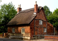[39452] Repton : 10 Burton Road (Budby) Tags: house 17thcentury derbyshire cottage thatched timbered repton