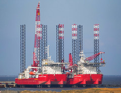 Seajacks Pair (Steve G Wright) Tags: boats ship ships norfolk commercial shipping greatyarmouth gorleston greatyarmouthharbour seajacks